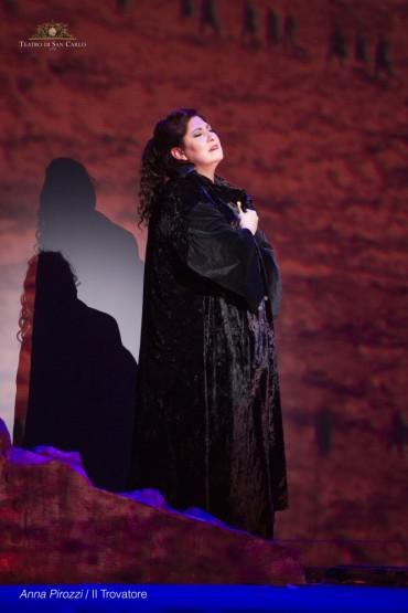 Anna-Pirozzi-in-Il-trovatore-at-Teatro-san-Carlo-Naples-photo-by-Francesco-Squeglia