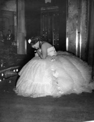 Maria-Callas-nellopera-La-Traviata-riceve-gli-applausi-sul-palcoscenico-Palacio-de-Bellas-Artes-Ópera-Nacional-Mexico-City-17-